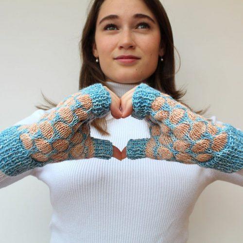 girl wearing fingerless gloves