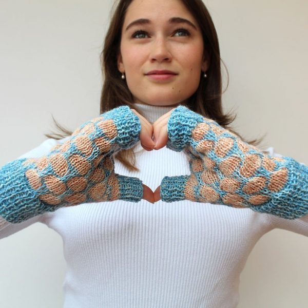 girl wearing fingerless gloves